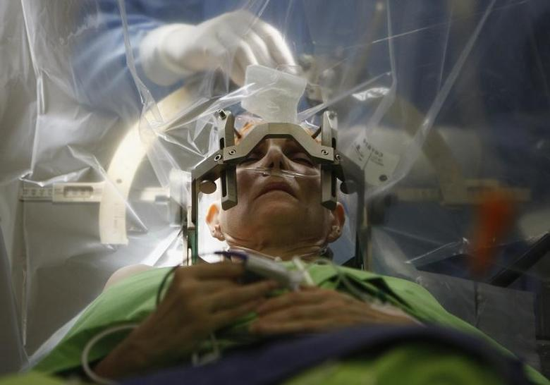 A woman lies on an operating table during a brain surgery at the National Neurology Institute in Budapest December 15, 2012.  REUTERS/Bernadett Szabo