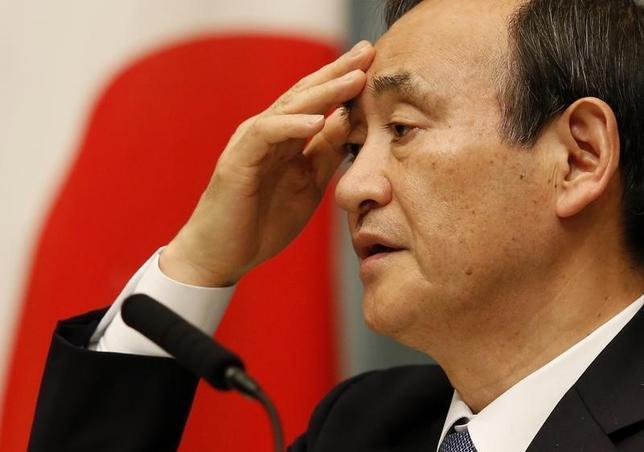 3月11日、菅義偉官房長官は午後の会見で、欧州中央銀行が10日に追加緩和に踏み切ったことについて「世界経済、市場への影響を含めて引き続き注視していきたい」との考えを示した。写真は都内で昨年2月撮影(2016年 ロイター/Toru Hanai)