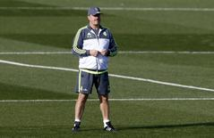 Rafa Benítez durante treino do Real Madrid.    20/11/2015   REUTERS/Paul Hanna