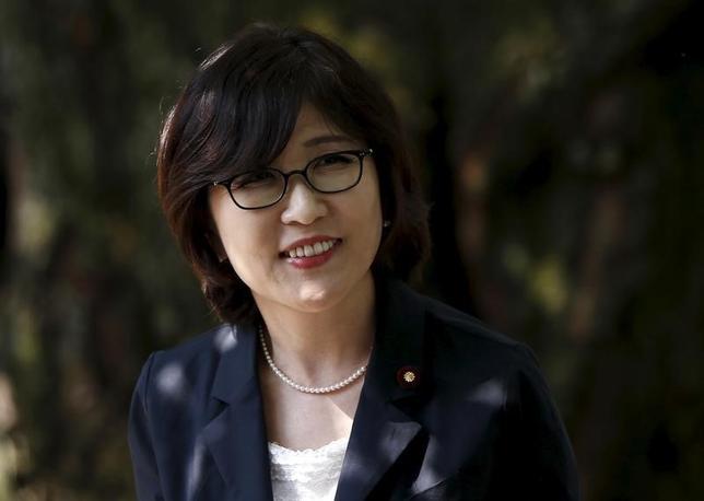3月15日、自民党の「労働力確保に関する特命委員会」初会合が午後開かれ、稲田朋美政調会長(写真)は「外国人材の活用について、正面から取り組んで議論する」と委員会設置の目的について説明した。2015年8月撮影(2016年 ロイター/Issei Kato)
