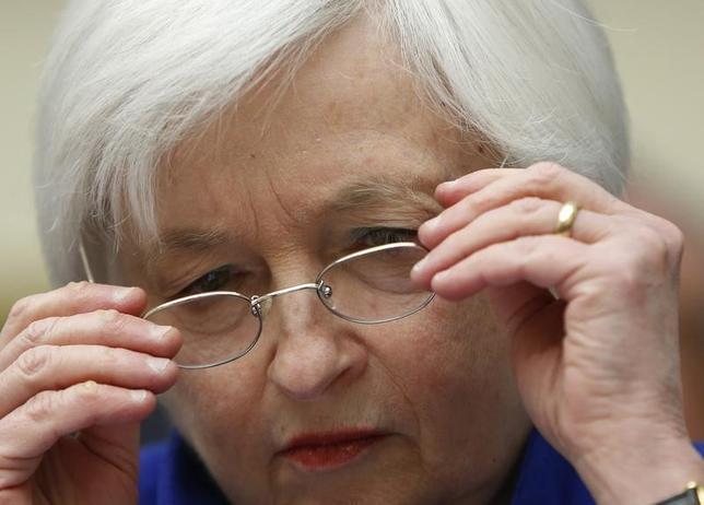 3月15日、米短期金利先物が上昇した。写真はイエレンFRB議長。ワシントンで2月撮影(2016年 ロイター/Gary Cameron)