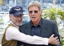 Diretor Steven Spielberg e ator Harrison Ford durante evento em Cannes .  18/05/2008   REUTERS/Vincent Kessler/Files