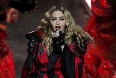 Madonna durante apresentação na China.    20/02/2016   REUTERS/Bobby Yip