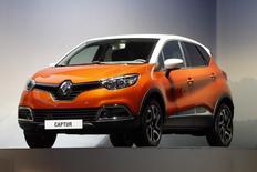 Renault annonce mercredi l'élargissement de sa gamme avec l'arrivée du Kaptur, version russe et à quatre roues motrices de son crossover urbain Captur, qui sera produit dans l'usine du groupe à Moscou. /Photo d'archives/REUTERS/Charles Platiau