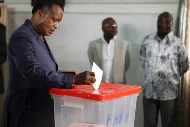 Republic of Congo President Denis Sassou Nguesso votes at a polling station in Brazzaville, Congo, October 25, 2015. REUTERS/Roch Baku