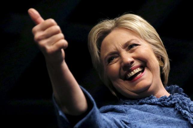 3月17日、AP通信は、15日に実施された民主党の米ミズーリ州予備選はヒラリー・クリントン前国務長官が勝利した、と報じた。写真はフロリダ州で15日撮影(2016年 ロイター/Carlos Barria)