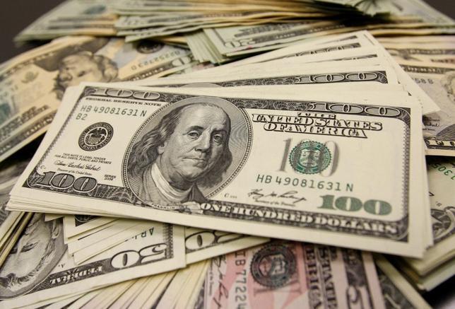 3月18日、正午のドル/円は、前日ニューヨーク市場午後5時時点に比べ、ややドル安/円高の111.26/28円だった。写真は都内で2009年11月撮影(2016年 ロイター/Yuriko Nakao)