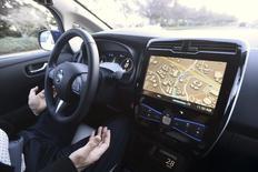 Les véhicules motorisés sont de plus en plus exposés au risque de piratage de leurs systèmes informatiques, s'inquiètent la police fédérale américaine et l'agence chargée de la sécurité routière. /Photo prise le 7 janvier 2016/REUTERS/Noah Berger