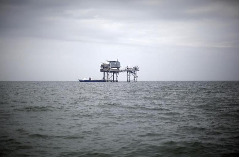 A drilling platform is seen near Breton Island, Louisiana May 3, 2010. REUTERS/Carlos Barria
