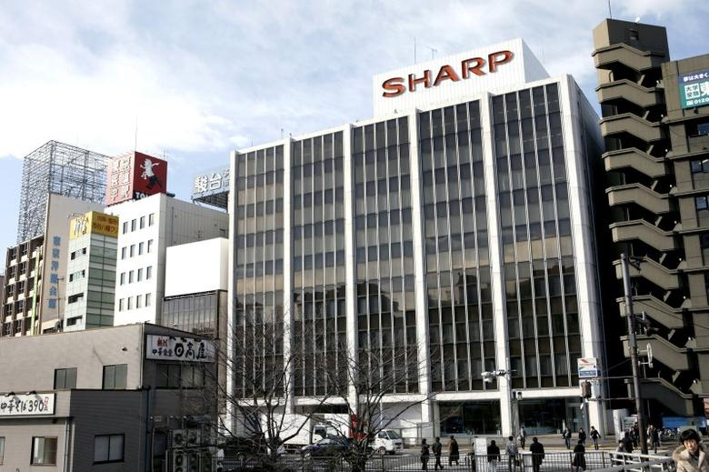 A Sharp Corp showroom is seen in Tokyo in this January 10, 2009 file photo.   REUTERS/Stringer/Files