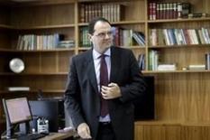 Ministro da Fazenda do Brasil, Nelson Barbosa, é visto em seu escritório durante uma entrevista, em Brasília. 9 de março de 2016. REUTERS/Ueslei Marcelino