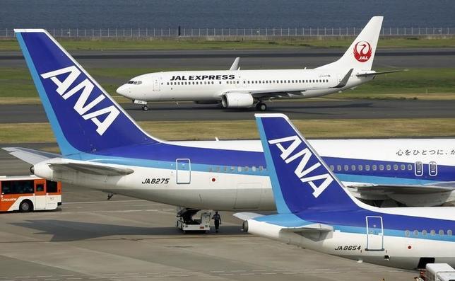 3月22日、ANAホールディングス傘下の全日本空輸は、同社の国内線システムに不具合が発生したと明らかにした。羽田空港で2013年8月撮影(2016年 ロイター/Toru Hanai)