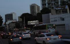 El Gobierno de la presidenta Dilma Rousseff, que enfrenta la amenaza de un juicio político, presentó planes el lunes para limitar el gasto y evitar una crisis de deuda en los estados y ciudades del país golpeados por la peor recesión en décadas. En la imagen, una gasolinera de Qualidade en Río de Janeiro, Brasil, 5 de febrero de 2016. REUTERS/Ricardo Moraes