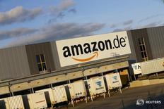 Le personnel de l'entrepôt d'Amazon à Coblence, dans l'ouest de l'Allemagne, est appelé à la grève depuis lundi soir et jusqu'à mercredi soir à l'appui de revendications salariales. /Photo prise le 23 décembre 2015/REUTERS/Wolfgang Rattay