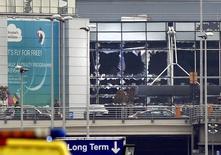 Аэропорт Брюсселя после взрывов во вторник, 22 марта 2016 года. Тринадцать человек погибли и 35 получили тяжёлые ранения в результате взрывов в аэропорту Брюсселя, сообщил бельгийский телеканал VRT. REUTERS/Francois Lenoir