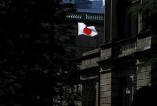 Bandeira nacional japonesa vista em Tóquio.     15/03/2016       REUTERS/Toru Hanai