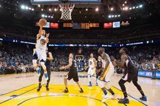 March 23, 2016; Oakland, CA, USA; Golden State Warriors guard Stephen Curry (30) shoots the basketball against the Los Angeles Clippers during the fourth quarter at Oracle Arena. The Warriors defeated the Clippers 114-98. Mandatory Credit: Kyle Terada-USA TODAY Sports