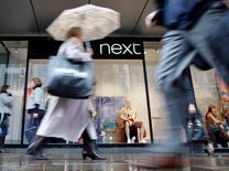 L'enseigne britannique Next a dégagé un bénéfice annuel en hausse de 5%, un peu supérieur à son objectif, mais a prévenu que 2016 pourrait être son année la plus difficile depuis 2008, anticipant une conjoncture économique plus rude. /Photo d'archives/REUTERS/Stephen Hird