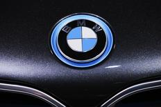 The BMW logo is seen during the 2016 New York International Auto Show in Manhattan, New York March 24, 2016. REUTERS/Eduardo Munoz