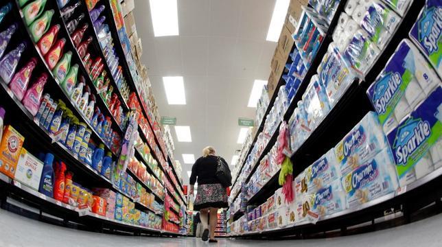 3月29日、3月の米消費者信頼感指数が市場予想を上回った。写真はシカゴのスーパーで2011年9月撮影(2016年 ロイター/Jim Young/Files)