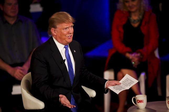 3月29日、米大統領選の共和党候補指名争いでトップを走るドナルド・トランプ氏は、自分以外が指名を獲得したとしてもその候補者を支持するとした誓約を破棄した。ウィスコンシン州ミルウォーキーで撮影(2016年 ロイター/Ben Brewer)