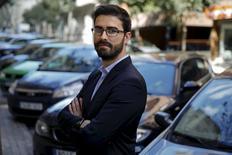 Uber vuelve el miércoles a España con su servicio de conductores profesionales, en un nuevo intento de entrar en un mercado donde ya encontró grandes dificultades regulatorias y legales que le llevaron a cancelar sus servicios a finales de 2014.  En la imagen, el director de Uber para el sur de Europa Carles Lloret posa en Madrid, el 29 de marzo de 2016. REUTERS/Juan Medina