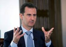Президент Сирии Башар Асад во время интервью агентству РИА Новости. Дамаск, 30 марта 2016 года. Сирийский лидер Башар Асад сказал, что готов провести досрочные президентские выборы, если этого захочет народ. REUTERS/SANA/Handout via Reuters