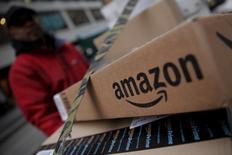 Amazon.com et Microsoft discutent avec le spécialiste de la cartographie numérique HERE en vue de lui proposer des services d'informatique dématérialisée (cloud computing), selon des sources proches du dossier. Amazon envisage également d'entrer au capital de HERE. /Photo d'archives/REUTERS/Mike Segar