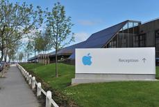 Bureaux d'une filiale d'Apple à Hollyhill, Cork, dans le sud de l'Irlande. L'enquête de l'Union européenne sur la situation fiscale d'Apple en Irlande prendra plus de temps que prévu en raison de la quantité de données à examiner. /Photo d'archives/REUTERS/Michael MacSweeney
