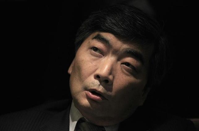4月7日、篠原尚之・元財務官(前国際通貨基金副専務理事)は、円高が進行している足元の外為市場の動向に関連し、日本が単独で今、為替介入しても有効ではなく、介入するとは考えにくいとの見解を示した。写真は2013年11月コロンボで撮影(2016年 ロイター/Dinuka Liyanawatte)