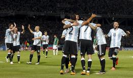 Football Soccer - Argentina v Bolivia - World Cup 2018 Qualifier - Mario Alberto Kempes Stadium, Cordoba, Argentina - 29/03/16. Argentina's players celebrate first goal against Bolivia. REUTERS/Enrique Marcarian
