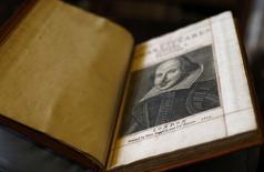 Cópia rara de primeira edição das peças de teatro reunidas de William Shakespeare, vista na Escócia.    07/04/2016      REUTERS/Russell Cheyne