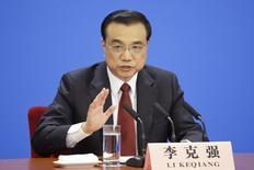 El primer ministro de China, Li Keqiang, durante una conferencia de prensa en Pekín, China, 16 de marzo de 2016. Los indicadores económicos de China mostraron señales de mejora en el primer trimestre, pero en el marco del débil panorama económico mundial y la volatilidad en los mercados ese repunte no tuvo una base sólida de sustentación, dijo el primer ministro Li Keqiang el viernes, citado por la televisión estatal. REUTERS/Jason Lee