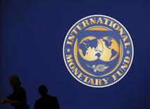 Logo do Fundo Monetário Internacional visto em Tóquio durante evento.    10/10/2012       REUTERS/Kim Kyung-Hoon