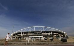 Estádio olímpico passa por reparos para os Jogo do Rio. 9/11/2015.  REUTERS/Sergio Moraes