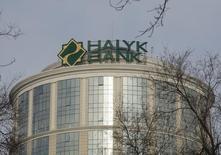 Штаб-квартира Халык-Банка в Алма-Ате. 16 февраля 2016 года. Второй по величине активов в Казахстане Халык-Банк рассчитывает на снижение базовой процентной ставки в надежде на возобновление застопорившегося кредитования, сказала в интервью Рейтер сказала глава банка Умут Шаяхметова. REUTERS/Shamil Zhumatov