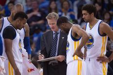 March 27, 2016; Oakland, CA, USA; Golden State Warriors head coach Steve Kerr instructs his team against the Philadelphia 76ers during the fourth quarter at Oracle Arena.  Kyle Terada-USA TODAY Sports
