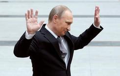 Президент России Владимир Путин на встрече с прессой после телевизионной прямой линии в Москве 14 апреля 2016 года. Путин заверил россиян, что пытается облегчить трудности, с которыми те сталкиваются в связи с замедлением экономики и финансовыми последствиями противостояния Москвы и Запада. REUTERS/Maxim Shemetov