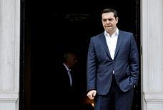Le Premier ministre grec, Alexis Tsipras, a demandé jeudi aux créanciers d'Athènes d'achever au plus vite l'examen des progrès réalisés par la Grèce en matière de fiscalité et des retraites. /Photo prise le 11 avril 2016/REUTERS/Alkis Konstantinidis