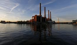 A general view shows the Volkswagen (VW) factory in Wolfsburg, Germany in this December 8, 2015 file photo.  REUTERS/Carl Recine/Files