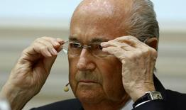 Blatter participa de discussão na Basileia.  15/4/2016.   REUTERS/Arnd Wiegmann
