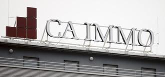Логотип группы CA Immo на крыше здания в Вене. Инвестиционная O1 Group Бориса Минца продает свою долю в размере 26 процентов в австрийской CA Immo австрийской компании Immofinanz за 604 миллиона евро, сообщила компания в понедельник, и не исключает покупки торговых центров Immofinanz в РФ.  REUTERS/Heinz-Peter Bader