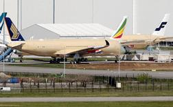 Undelivered Airbus A350 aircraft seen parked at Toulouse Airport, Southwestern France, April 15, 2016. Picture taken April 15, 2016.  REUTERS/Regis Duvignau