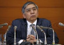 El gobernador del Banco de Japón, Haruhiko Kuroda, reiteró el miércoles que el banco central está listo para adoptar una política monetaria más expansiva si los riesgos amenazan su objetivo de inflación de un 2 por ciento. En la foto, el gobernador del Banco de Japón en una rueda de prensa en la sede del banco central en Tokio el 15 de marzo de 2016. REUTERS/Toru Hanai