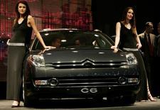 Citroën, l'une des trois marques du groupe PSA, a annoncé mercredi le lancement prochain d'une nouvelle grande berline en Chine, baptisée C6 comme l'ancien vaisseau amiral (photo) dont la production en Europe s'est arrêtée en 2012. /Photo d'archives/REUTERS/Pascal Lauener