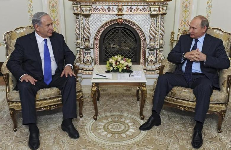Russian President Vladimir Putin (R) meets with Israeli Prime Minister Benjamin Netanyahu at the Novo-Ogaryovo state residence outside Moscow, Russia, ion this file photo dated September 21, 2015.  REUTERS/Mikhail Klimentyev/RIA Novosti/Pool