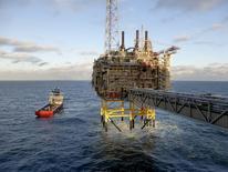 """Платформа Statoil Sleipner T у берегов Норвегии 11 февраля 2016 года. Цена на нефть $45 за баррель - это """"неплохой"""" показатель, и на таком уровне заморозка добычи теряет актуальность, сказал представитель Индонезии в ОПЕК в понедельник. REUTERS/Nerijus Adomaitis/File Photo"""