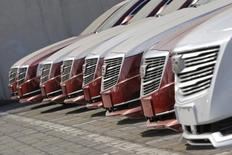 A l'occasion du salon automobile de Pékin, Cadillac, la marque de luxe de General Motors, a dit se donner 10 ans pour atteindre un objectif de marge opérationnelle de 11%. /Photo d'archives/REUTERS/Kim Kyung-Hoon