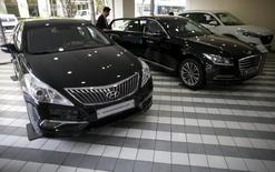 Visitors look at a Genesis' new model EQ900 at its dealership in Seoul, South Korea, April 25, 2016. REUTERS/Kim Hong-Ji