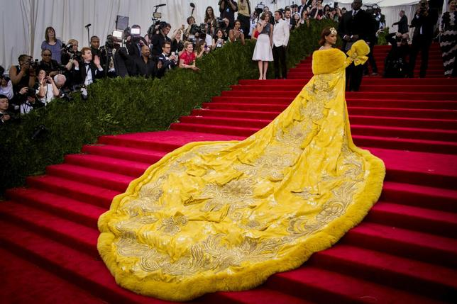 Singer Rihanna, wearing a dress by the Beijing-based designer Guo Pei, arrives at the Metropolitan Museum of Art Costume Institute Gala 2015 celebrating the opening of ''China: Through the Looking Glass'' in Manhattan, New York May 4, 2015.  REUTERS/Lucas Jackson/File Photo